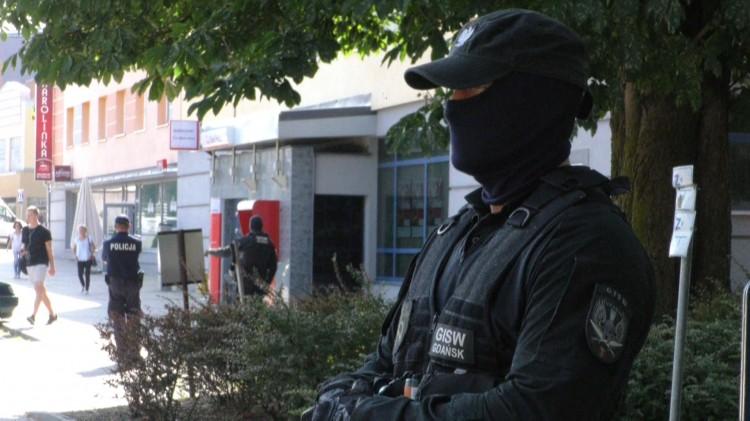 Podejrzany pakunek przy murach i pożar w Zakładzie Karnym w Malborku. Procedury zostały przećwiczone.
