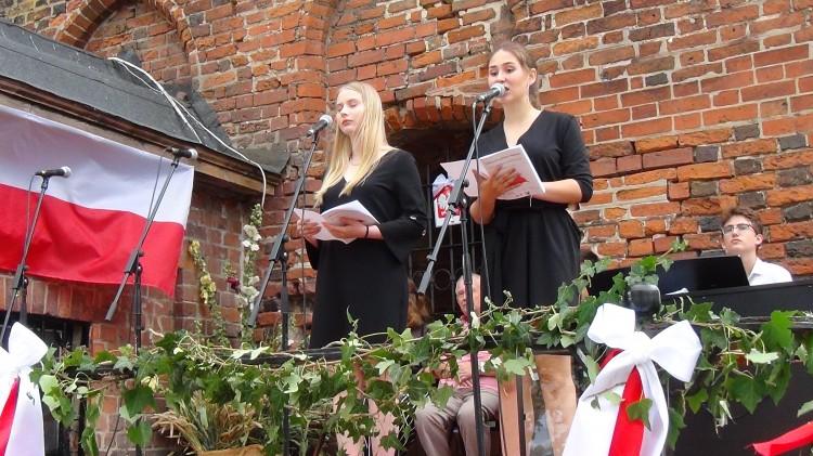Malborska młodzież patriotycznie z okazji obchodów rocznicy Plebiscytu i Rzezi Wołyńskiej