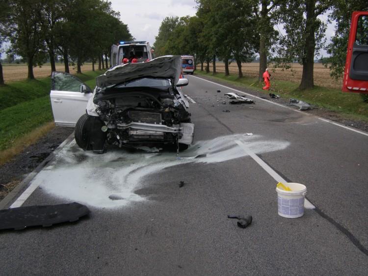 Zderzenie 3 samochodów, 4 osoby w szpitalu. Wypadek na DK 22 za miejscowością Cisy. Weekendowy raport malborskich służb mundurowych