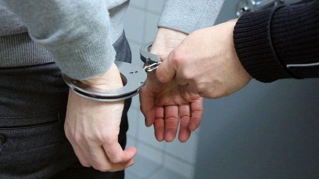 Prawie 4 gramy amfetaminy i blisko 90 gramów marihuany w mieszkaniu. 17-latek zatrzymany za posiadanie narkotyków.