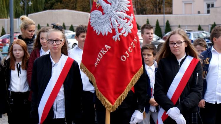 Uczniowie SP 9 uczcili 100- lecie niepodległości Polski.