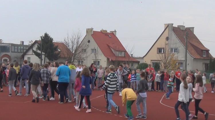 Alarm przeciwpożarowy w szkole podstawowej nr 8 w Malborku.