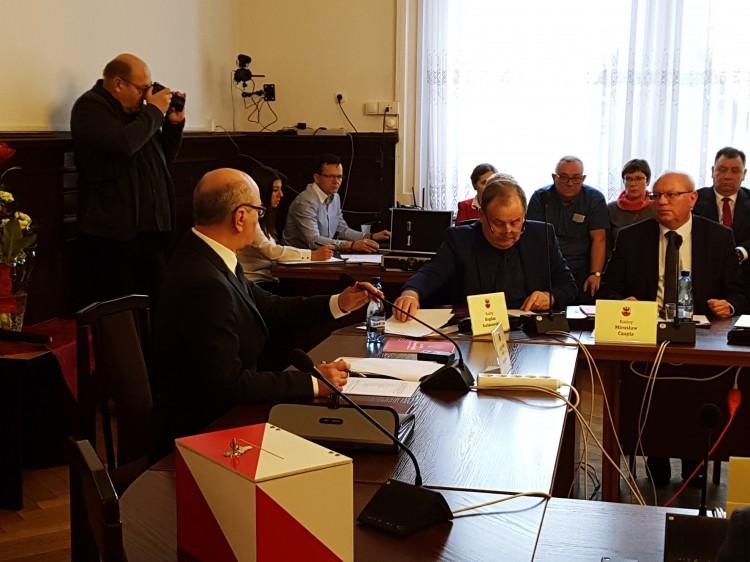 Mirosław Czapla ponownie starostą, Krzysztof Osijewski przewodniczącym Rady. I Sesja Rady Powiatu Malborskiego.