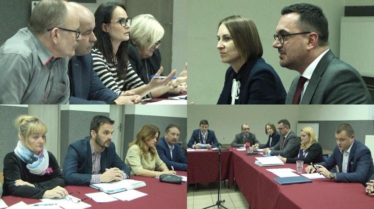 Czy Rada zabroni wójtowi komentarzy na prywatnym profilu? Problem z Emotikonami i uchwaleniem budżetu Gminy Miłoradz na rok 2019. Retransmisja.
