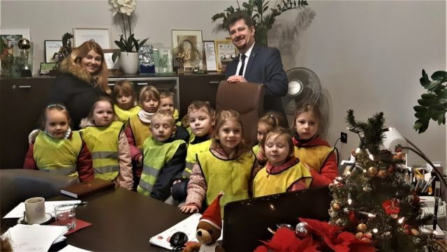 Świąteczna wizyta przedszkolaków w Urzędzie Miasta Malborka.