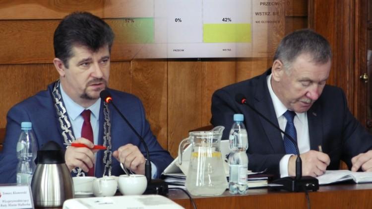 """""""To jest trudny budżet"""". 11 głosów za, 8 wstrzymujących. Najważniejsza uchwała została przyjęta. III sesja Rady Miasta Malborka."""