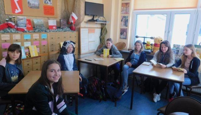 Malbork: Dzień Kubusia Puchatka w bibliotece Szkoły Podstawowej nr 9