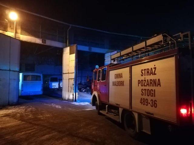 Malbork: Pożar dachu hali garażowej na ulicy Słonecznej.