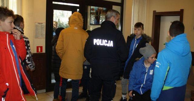 """""""Bezpieczne ferie"""": Wspólna kontrola malborskiej policji i sanepidu."""