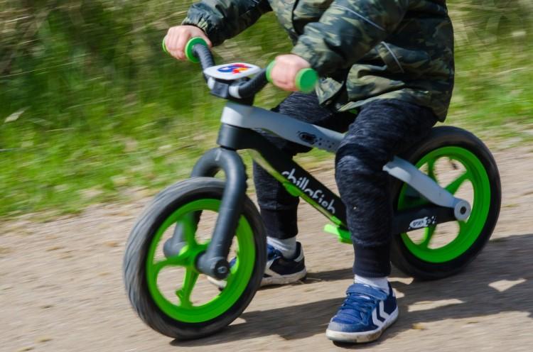 Rowerek biegowy – znacznie więcej niż kolejna modna zabawka