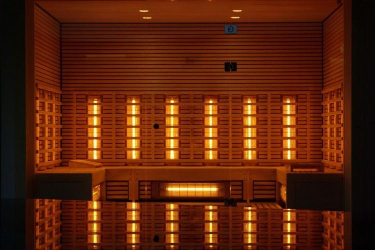 Koloroterapia w zimie – przyjemna sesja w saunie infrared