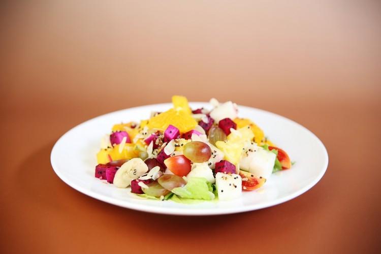 Catering dietetyczny — czym jest i komu opłaca się jeść posiłki z pudełek?