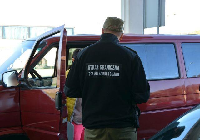 11 poszukiwanych zatrzymanych w weekend na przejściach granicznych.