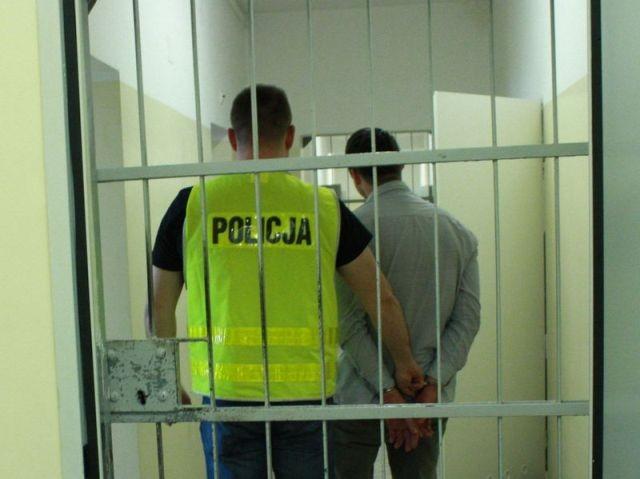 Malbork: Wyłudził od 89-letniej kobiety podpisanie umowy na dostawę prądu i gazu. Oszust w rękach policji