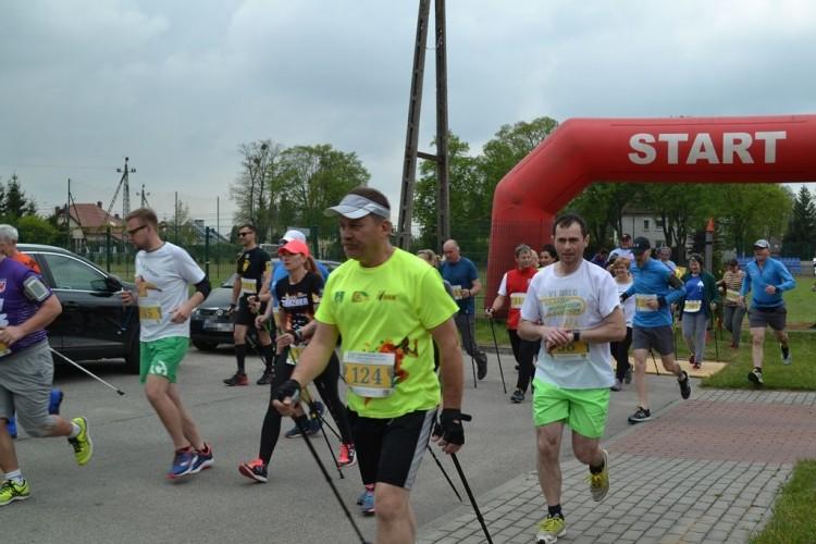 """IV Staropolski Bieg i Marsz Nordic Walking """"Żyj zdrowo""""- relacja."""
