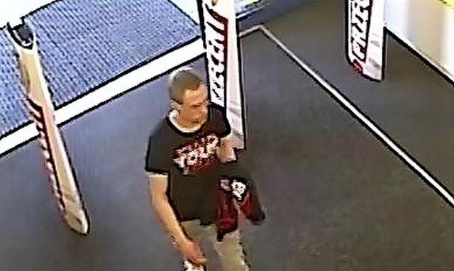 Rozpoznajesz tego mężczyznę? Może mieć związek z kradzieżą i włamaniem