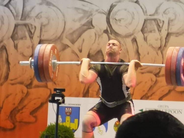 Wielki sukces Karola Klimaszewskiego. Sztangista zdobył trzy medale Mistrzostw Polski.