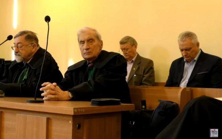 """Sąd ostatecznie uniewinnił burmistrza Nowego Stawu. """"Sprawę oskarżenia powinna zbadać prokuratura""""."""