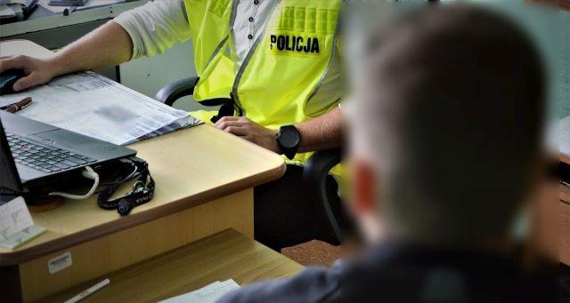 20-latek z zarzutami dotyczącymi dwóch kradzieży. Okradł między innymi matkę na ponad 2 tys. złotych