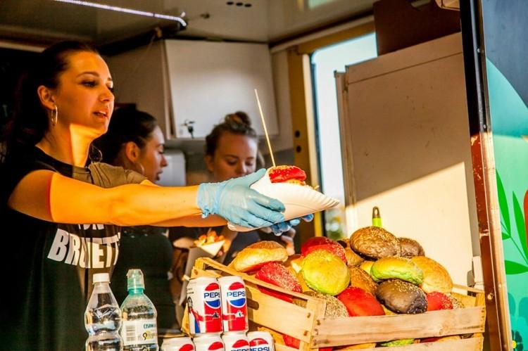 Bony na Festiwal Food Trucków w Malborku. Czekamy na odpowiedzi.
