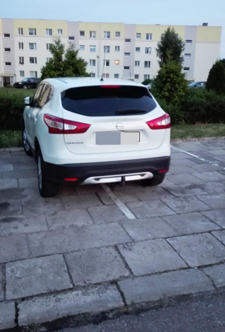 Mistrz (nie tylko parkowania) na ulicy Kotarbińskiego w Malborku.