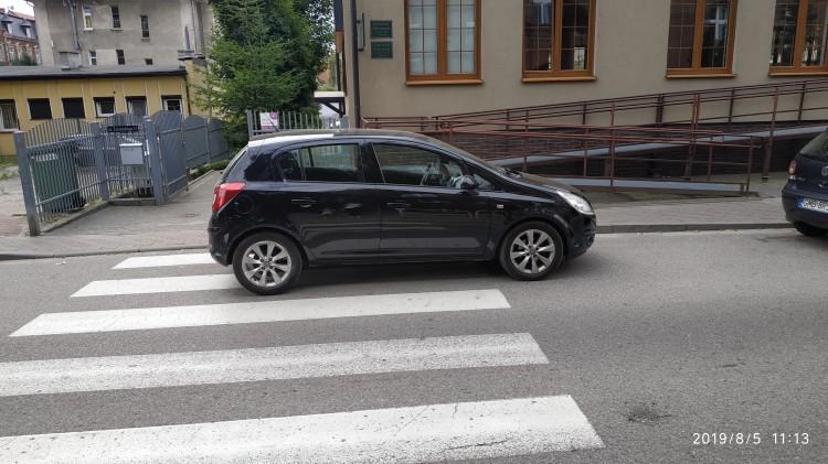 Mistrz (nie tylko) parkowania na ulicy Żeromskiego w Malborku.