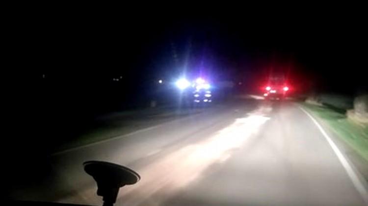Prawie 150 l oleju na jezdni. Wieczorna akcja strażaków.