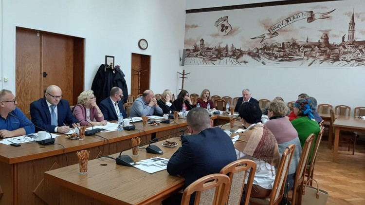 XV sesja Rady Miejskiej w Nowym Stawie. Radni podjęli decyzje o zmianie podatków.