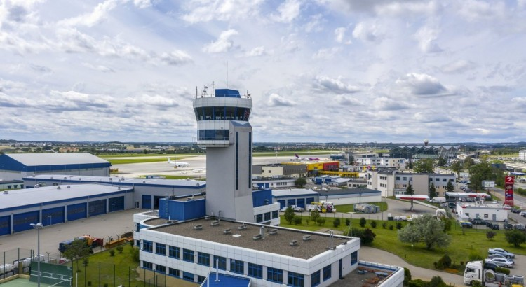 Pierwszy taki prawomocny wyrok. Żądał odszkodowania od gdańskiego lotniska, teraz sam musi zapłacić.
