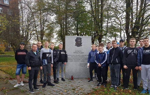 Wychowankowie malborskiego MOW uporządkowali miejsca pamięci.