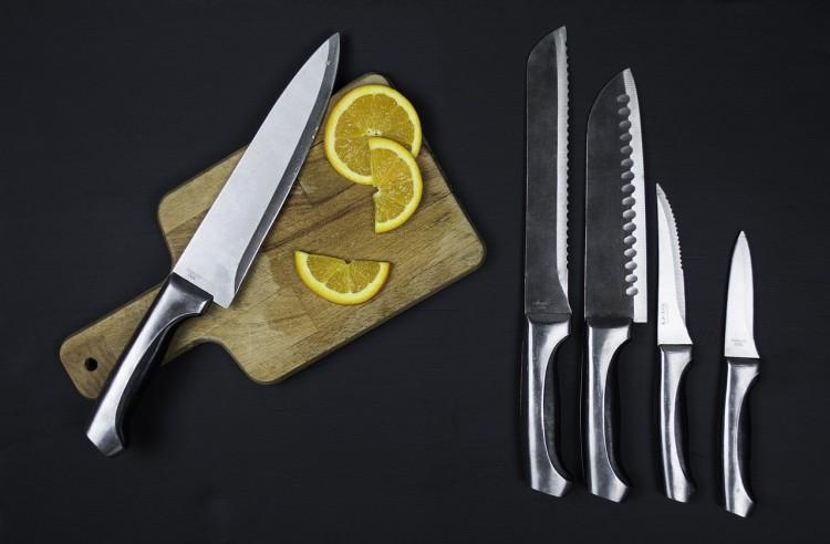 Listwy magnetyczne na noże – niezbędne akcesoria dla dużej i małej kuchni
