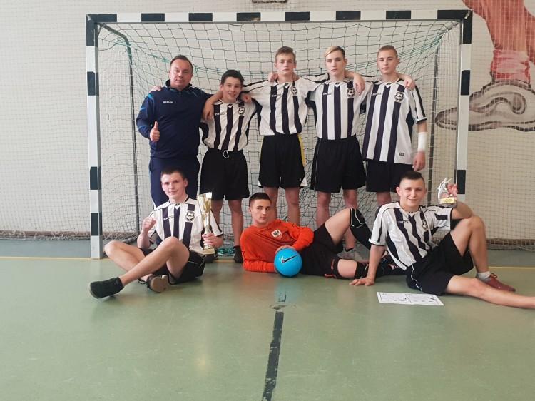 Drużyna MOW Malbork wzięła udział w ogólnopolskim turnieju piłki nożnej o puchar Starosty Powiatu Człuchowskiego w Debrznie.