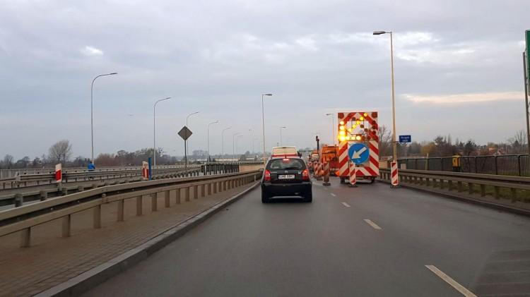 Kierowco, uzbrój się w cierpliwość. Przez kolejne 6 dni utrudnienia na starym moście nad rzeką Nogat w Malborku.