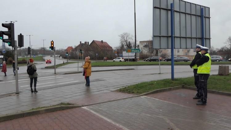 """Trwają ogólnopolskie działania policyjne pn. """"Niechronieni uczestnicy ruchu drogowego""""."""