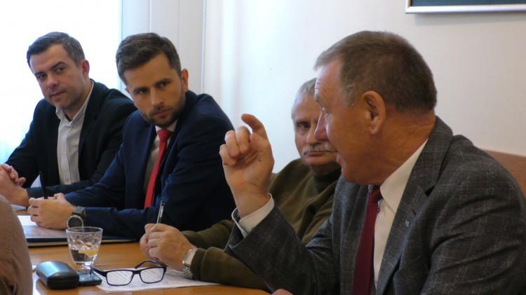 """""""Nie możemy zatrzymywać miasta w biegu"""" kontra """"Budżet nie może być tworzony na kolanie"""". Za nami posiedzenie Komisji Budżetu."""