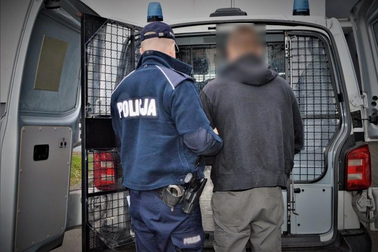 Po napadzie na listonoszce, sprawcom nie udało się zbiec z kraju.