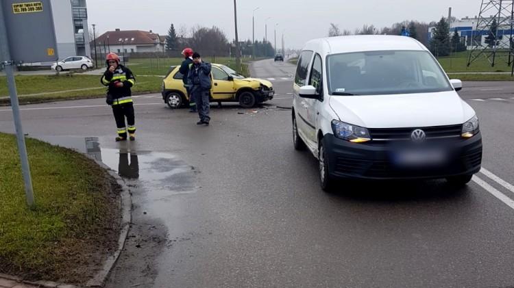 Kolizja dwóch aut na skrzyżowaniu ulic Kotarbińskiego i Kwiatkowskiego w Malborku.