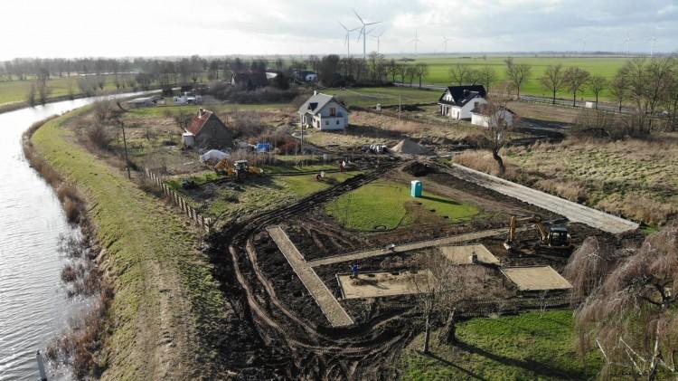 W Żelichowie trwa budowa przystani kajakowej.