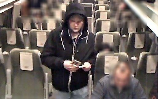Widziałeś tego mężczyznę? Poszukiwany jest za kradzież walizki z pociągu.