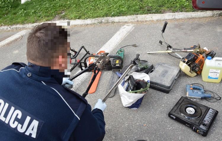 Skradzione elektronarzędzia przewozili w bagażniku.