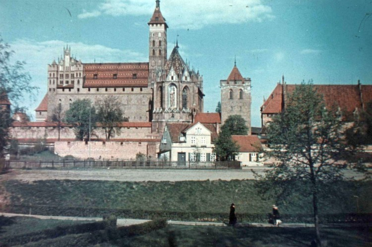 """""""Książę Kościoła w Malborku"""" (cz.2, rok 1960). Zobacz stare zdjęcia z Marienburga."""