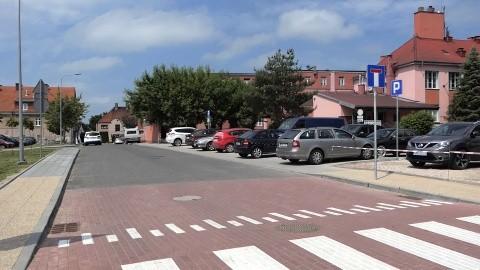Przy szpitalu powiększył się parking.