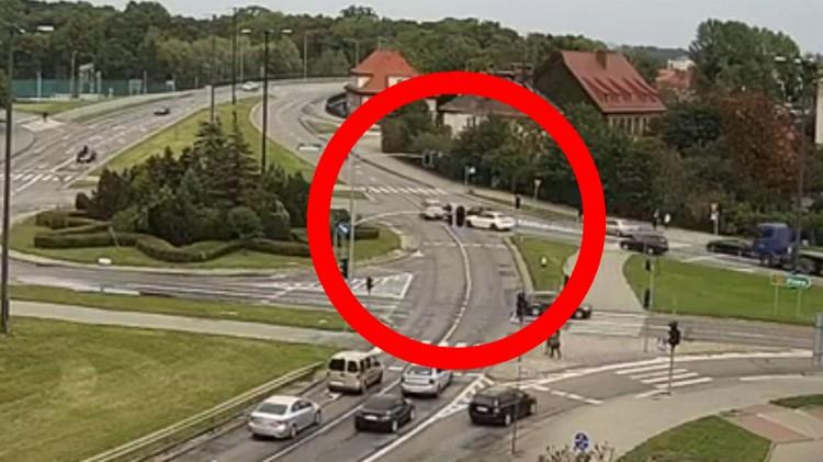 DK22. O mały włos od tragedii na Rondzie Lotników Polskich w Malborku.