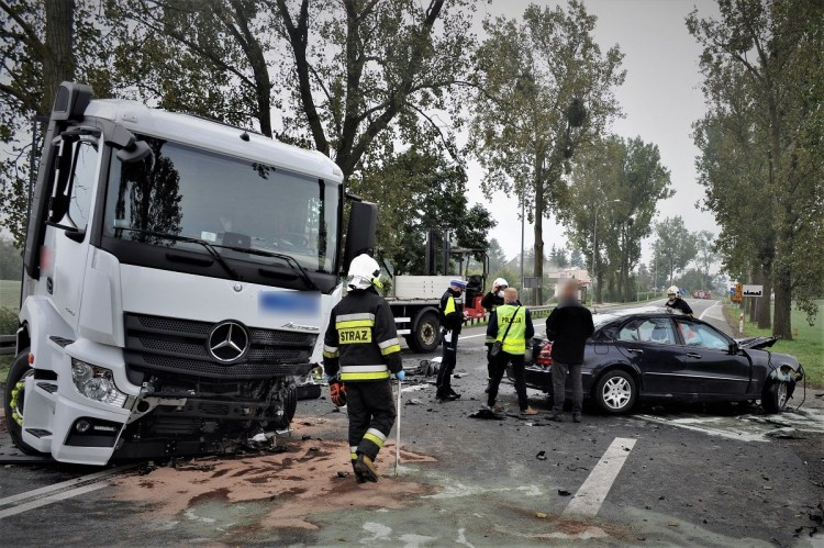 Czołówka na DK91. Śmierć poniósł kierowca osobówki.