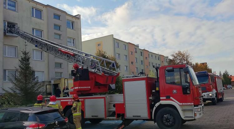 Malbork. Strażacy wchodzili przez okno na Wilczej.
