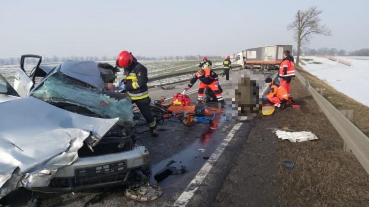 Z ostatniej chwili. Zablokowana DK22 z Elbląga do Malborka. 3 osoby trafiły do szpitala.