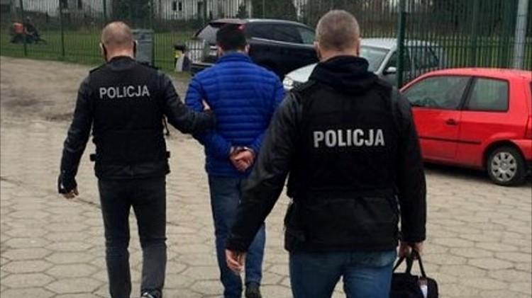 Nowy Dwór Gdański. Pobierał dodatkową opłatę za przyłącze wodociągowe. Grozi mu do 8 lat więzienia.