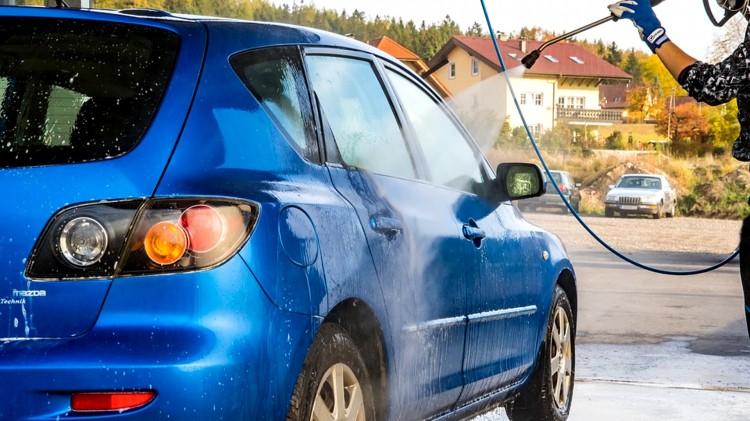 Malbork. Dlaczego na bezdotykowych myjniach samochodowych automat nie wydaje paragonu - pytają mieszkańcy.