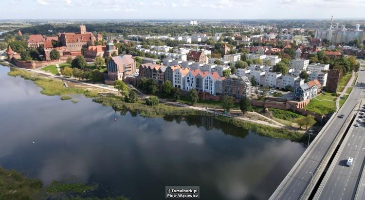 Malbork. Budowa bulwaru i kamienic nad Nogatem. Zobacz najnowsze nagranie z drona - wrzesień 2021 [wideo i foto]