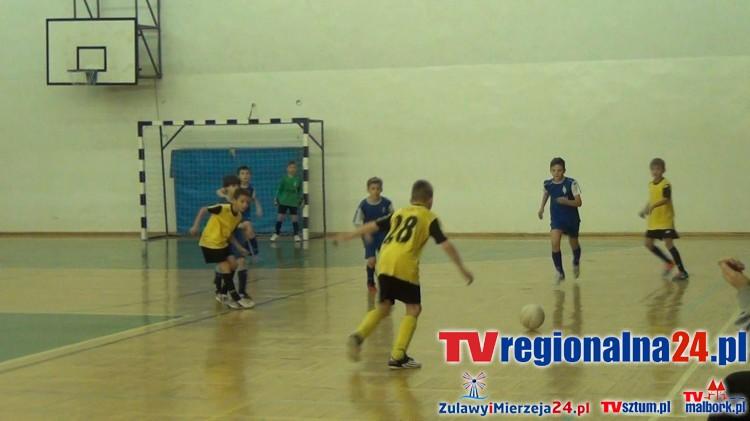 Sportowe zmagania najmłodszych zawodników. Mikołajkowy Turniej Piłkarski w Malborku - 05.12.2015